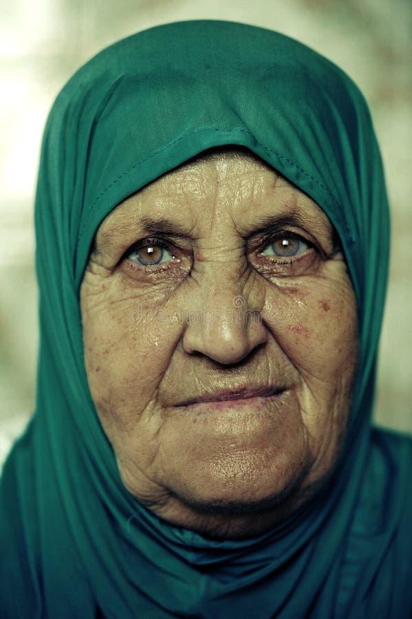 голубая головная мусульманская женщина шарфа портрета стоковое фото rf