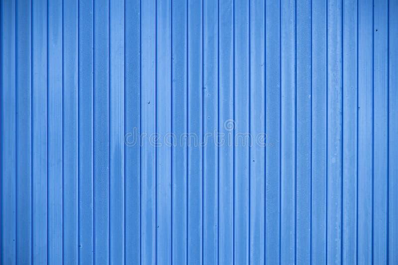 Голубая загородка сделанная ровных вертикальных доск стоковая фотография rf