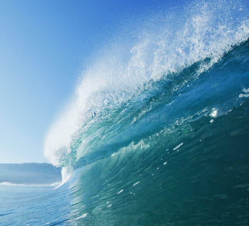 голубая занимаясь серфингом волна стоковые изображения rf