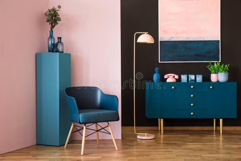 Голубая и розовая живущая комната стоковые фотографии rf