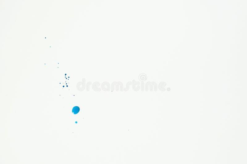 Голубая краска акварели закрывает на белом parer как предпосылка r стоковые изображения rf