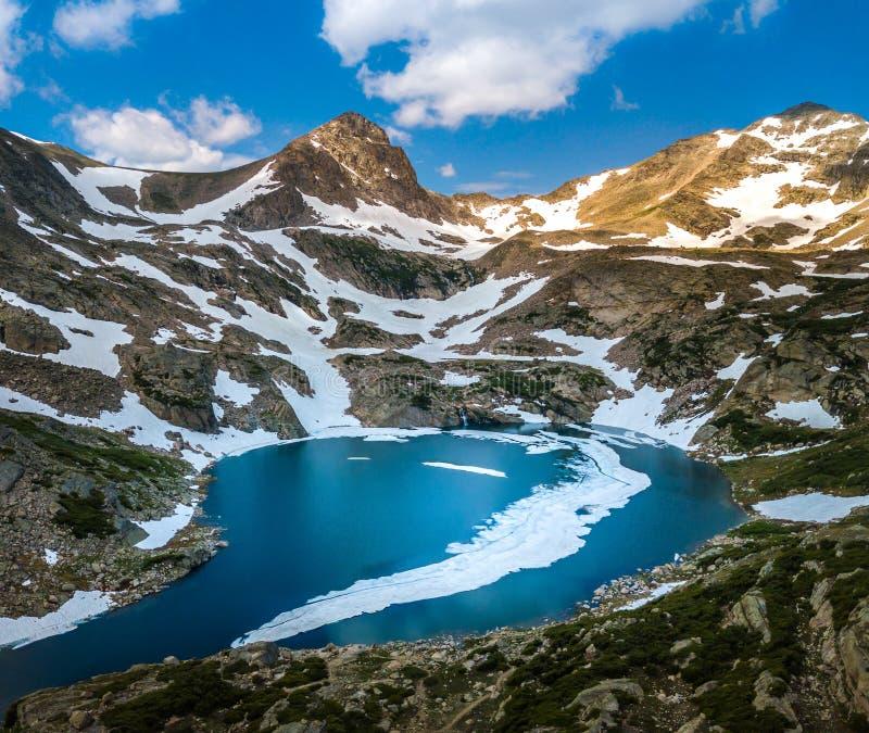 Голубая пошлина Mt озера на ландшафте Колорадо захода солнца красивом стоковое фото