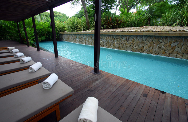 голубая спа курорта poolside салонов фаэтона стоковая фотография