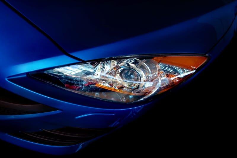 голубая фара автомобиля стоковое изображение rf