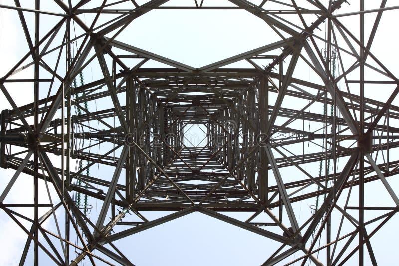 голубая электрическая башня неба стоковые изображения