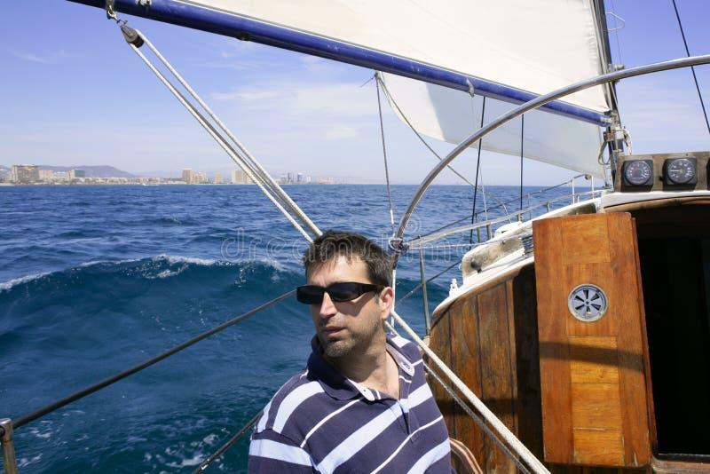 голубое море матроса sailing парусника тропическое стоковые фотографии rf
