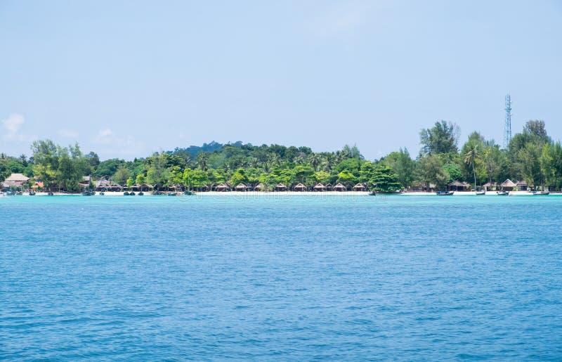Голубое море с курортом, большинств обильный коралловый риф на острове lipe стоковая фотография