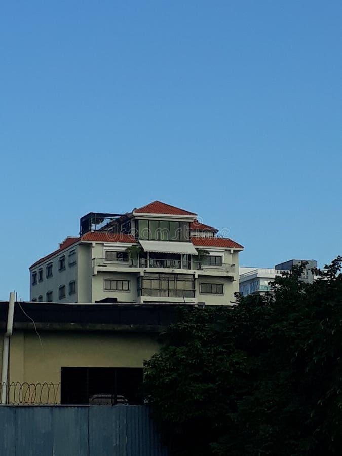 Голубое небо и здание стоковая фотография rf