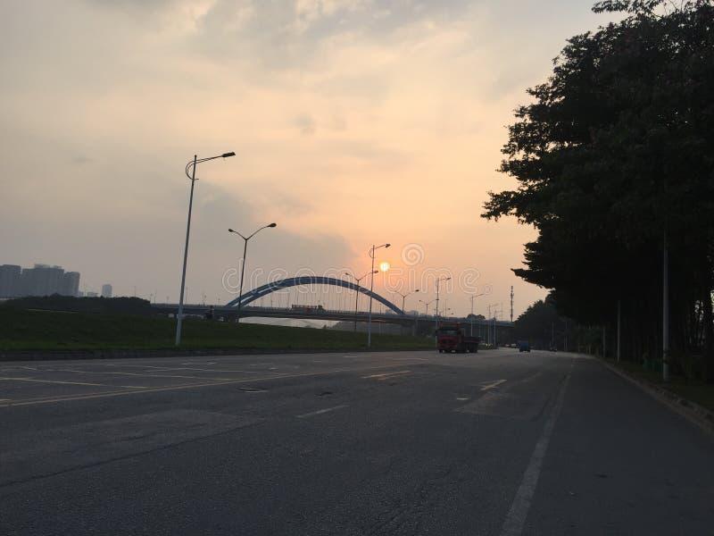 голубое небо моста вниз стоковое фото rf