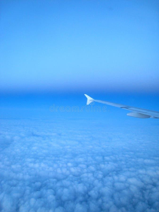 Голубое небо над облаками стоковая фотография rf