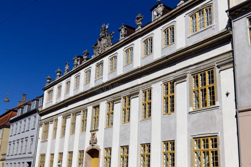 Голубое небо против зданий Nybrogade стоковое фото rf