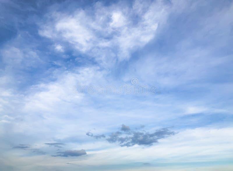 Голубое небо с облаком над морем стоковое изображение rf
