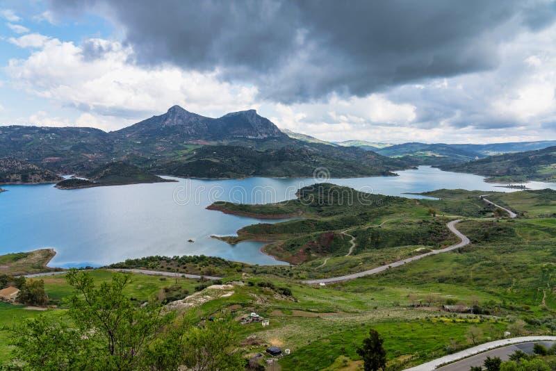 Голубое озеро в Zahara de Ла Сьерра, провинции Кадис, Андалусии, Испании стоковое фото rf
