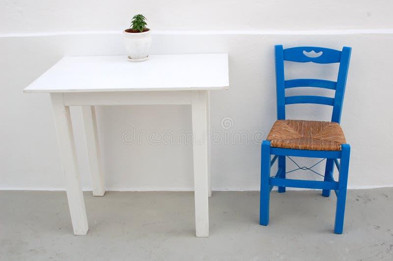 голубое патио грека стула стоковые фото