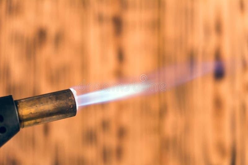 Голубое пламя газовой горелки стоковое фото