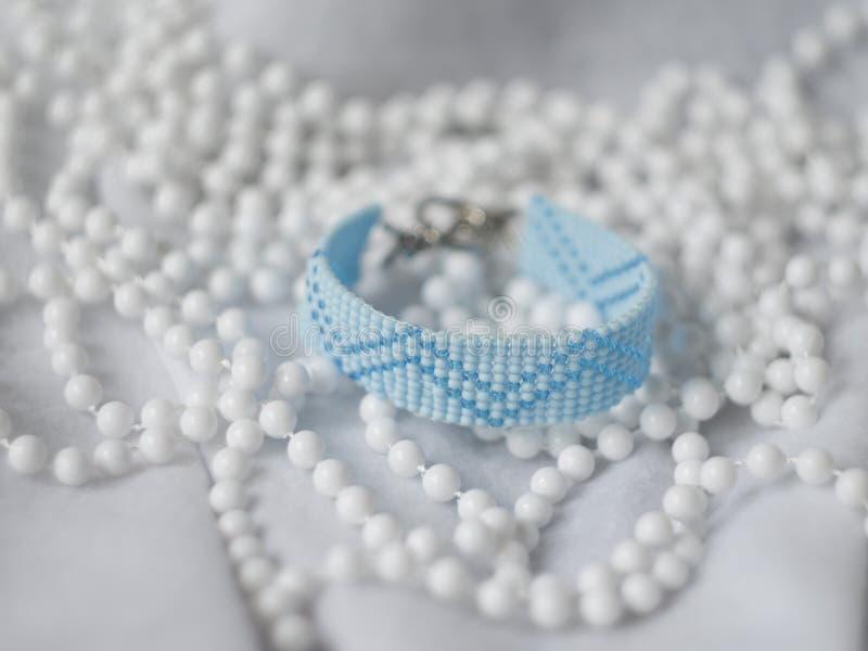 Голубое семя отбортовывает браслет стоковая фотография rf