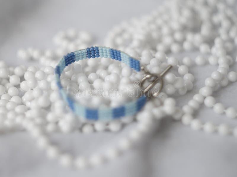 Голубое семя отбортовывает браслет стоковое изображение