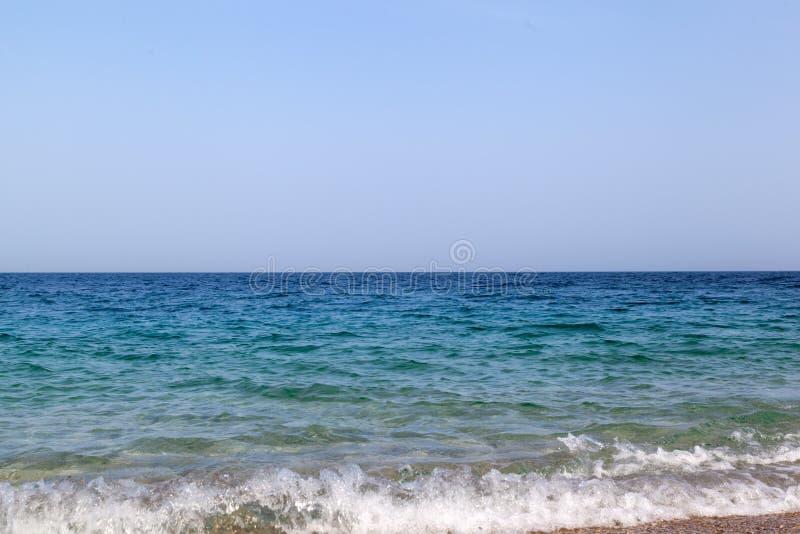 Голубое Средиземное море стоковые фотографии rf