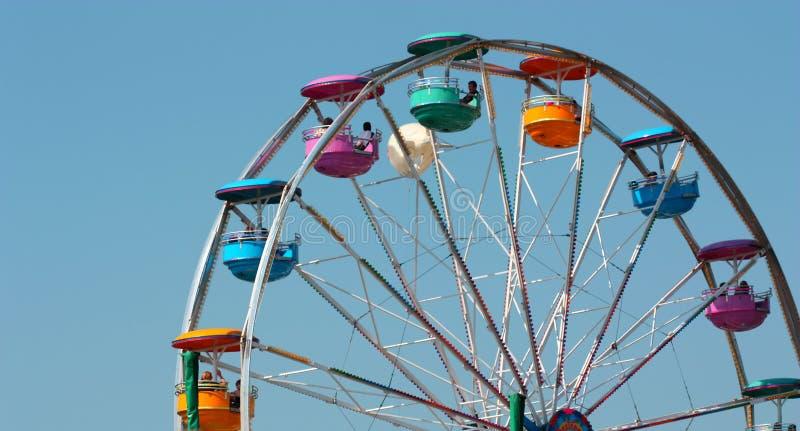 голубое ясное колесо неба езды ferris стоковое фото rf