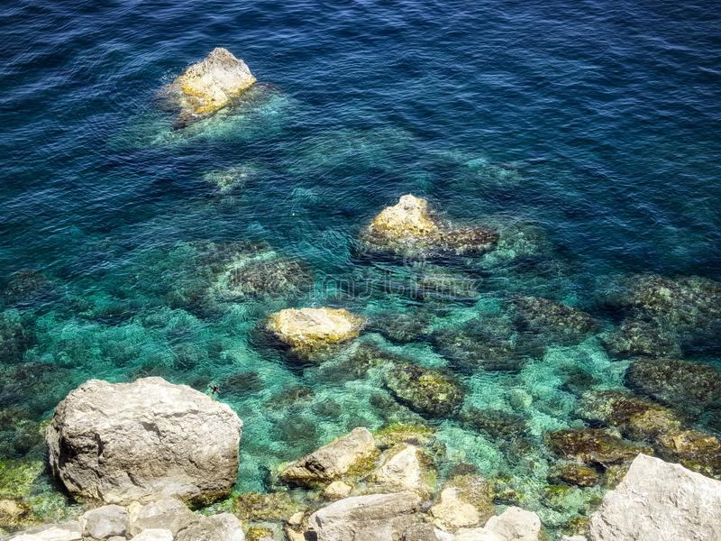 голубое ясное море стоковые фото