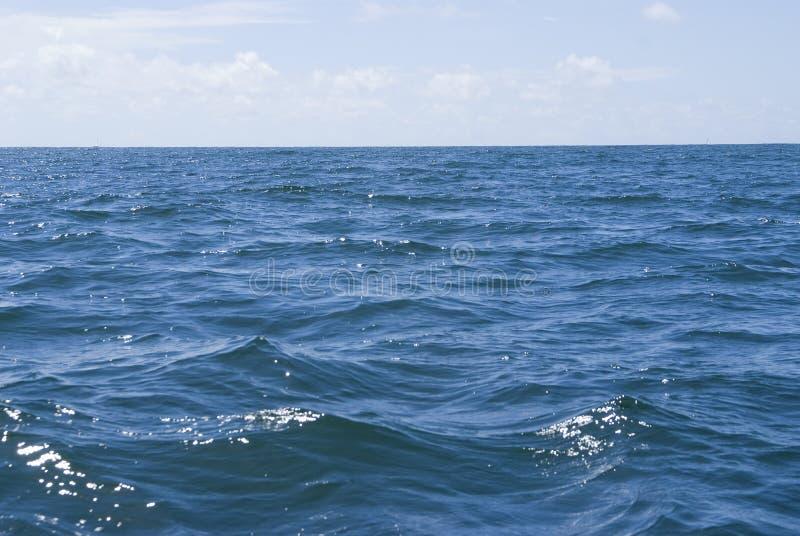 голубой глубокий океан стоковые фотографии rf