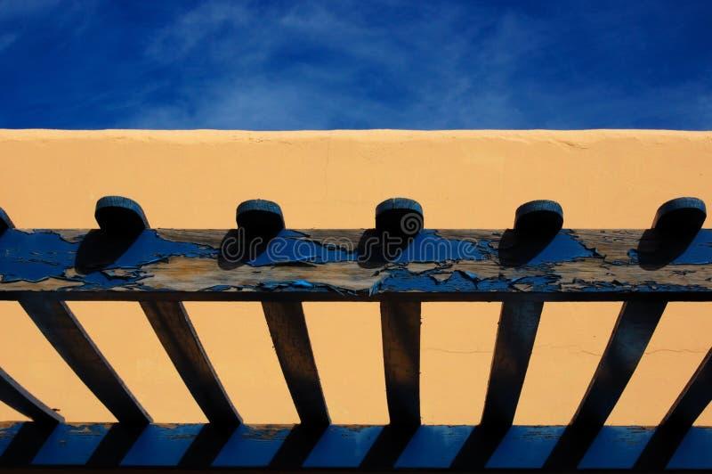 голубой желтый цвет веранды дома стоковые изображения rf