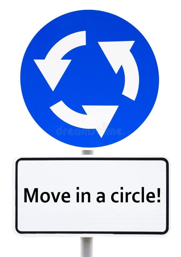 """Голубой знак кольцевой дороги с надписью на движение белой плите """"в круге! """" бесплатная иллюстрация"""