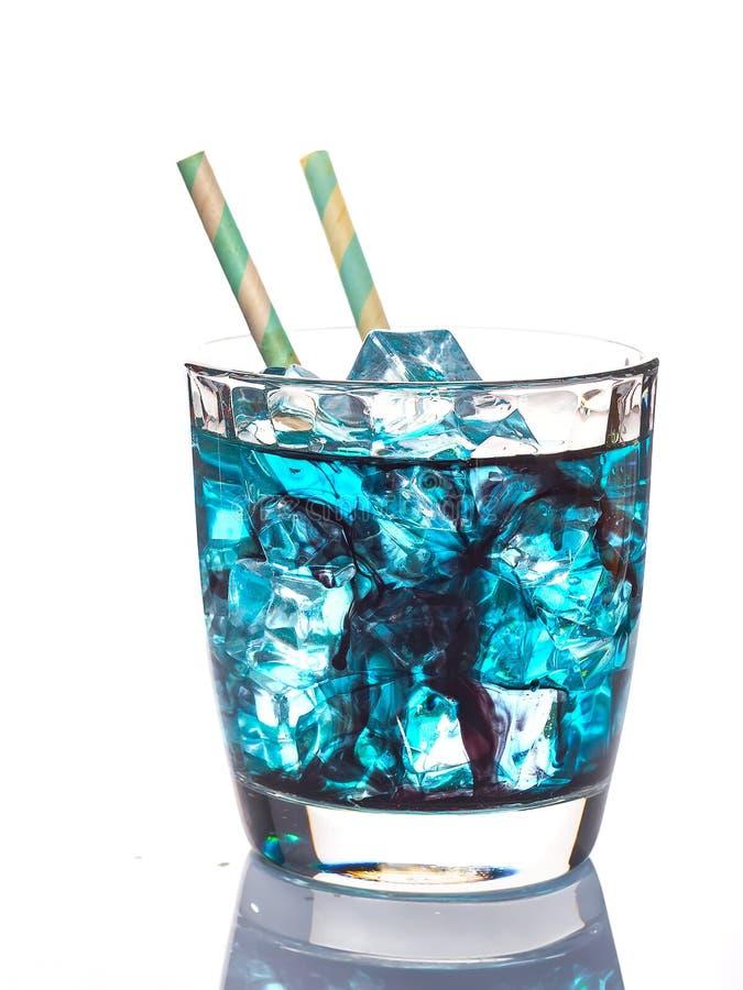 Голубой коктеиль лагуны при лед изолированный на белой предпосылке стоковое изображение