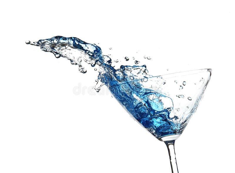 Голубой коктеиль при выплеск, изолированный на белизне стоковая фотография rf