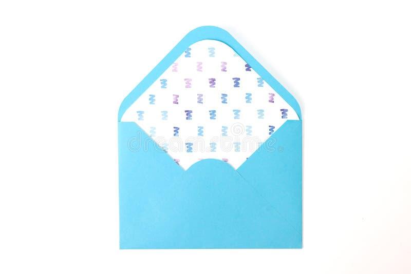Голубой конверт пустой раскрывает с предпосылкой акварели чертежа изолированной внутренностью белой Творческая концепция для рома стоковые фотографии rf