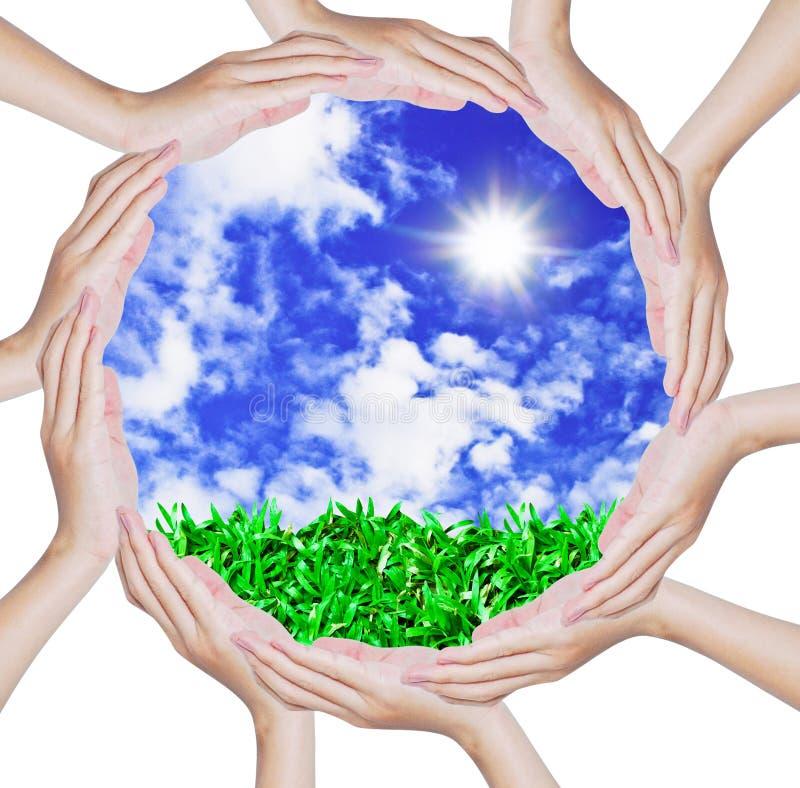 голубой круг формируя руки формирует небо стоковые фотографии rf