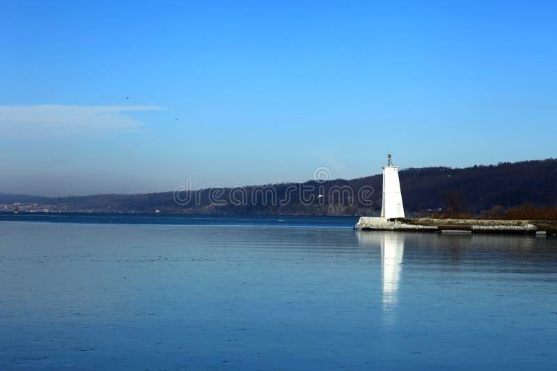 голубой маяк озера стоковое изображение rf
