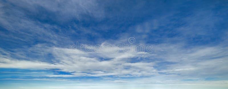 Голубой небо с облаками стоковые фотографии rf