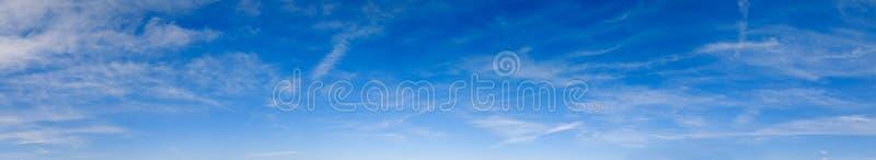 Голубой небо с облаками стоковые изображения rf