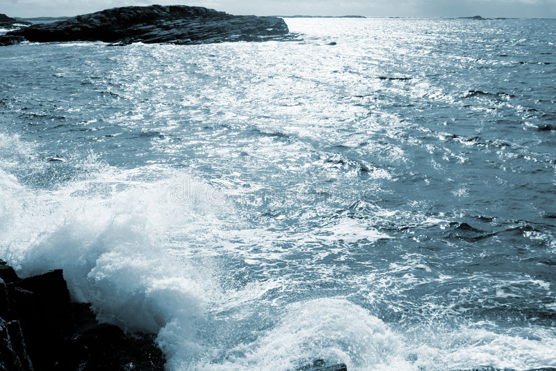 Download голубой океан стоковое фото. изображение насчитывающей saltwater - 488144