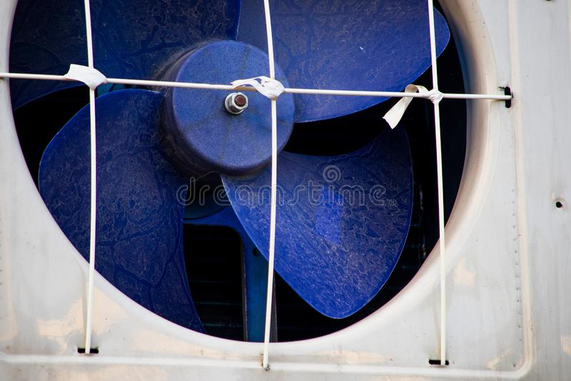 Голубой пластиковый промышленный отработанный вентилятор стоковые изображения