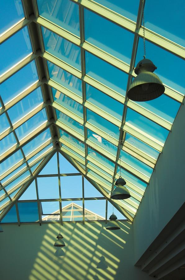 Голубой потолок в офисе, правая часть стоковая фотография