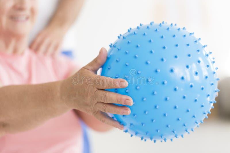 Голубой спиковой шарик массажа стоковая фотография rf