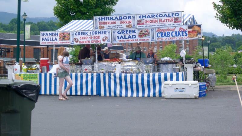 Голубой фестиваль сливы - греческая будочка еды стоковые изображения