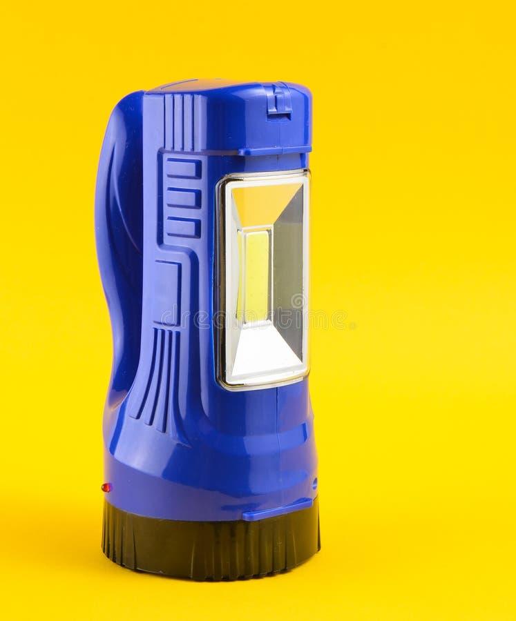 Голубой электрофонарь изолированный на желтой предпосылке стоковое изображение rf