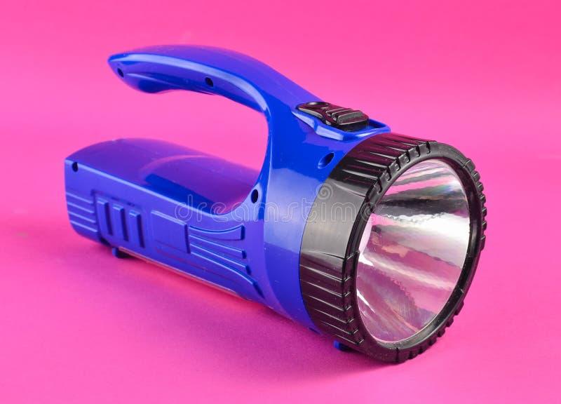 Голубой электрофонарь изолированный на розовой предпосылке стоковое изображение rf