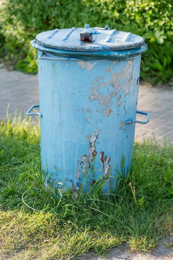 Голубой ящик gargabe стоковые изображения rf