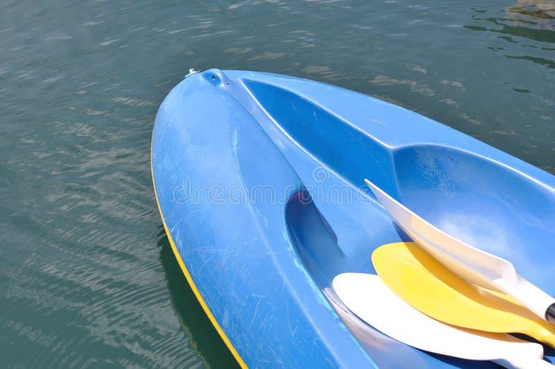 голубой kayak стоковое изображение