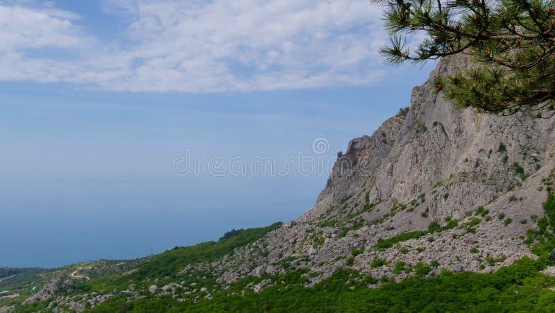 Голубые горы и голубое море Чёрное море Крым стоковые изображения rf