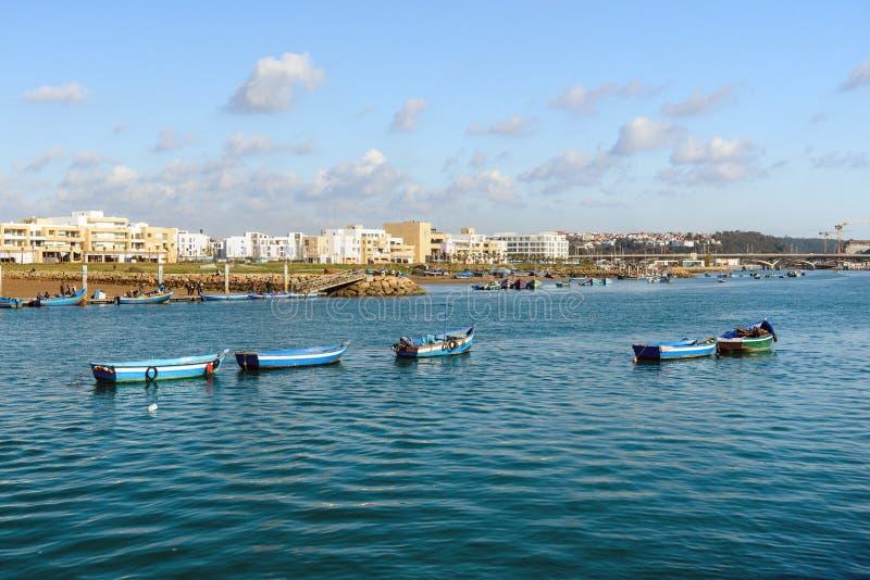 Голубые деревянные шлюпки на реке Bou Regreg rabat Марокко стоковое фото