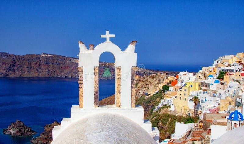 Голубые и белые цвета города Oia Великолепная панорама острова Santorini Греции во время красивого захода солнца в Medite стоковое фото rf
