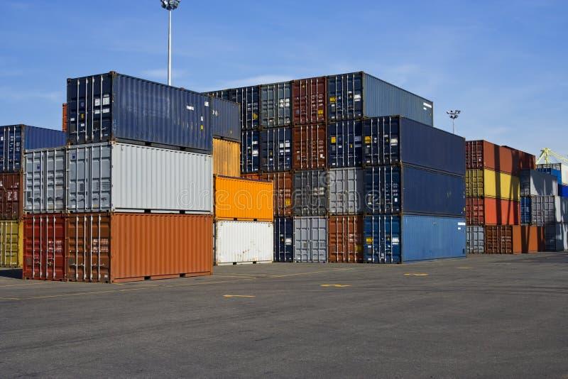 голубые контейнеры померанцовые стоковое фото