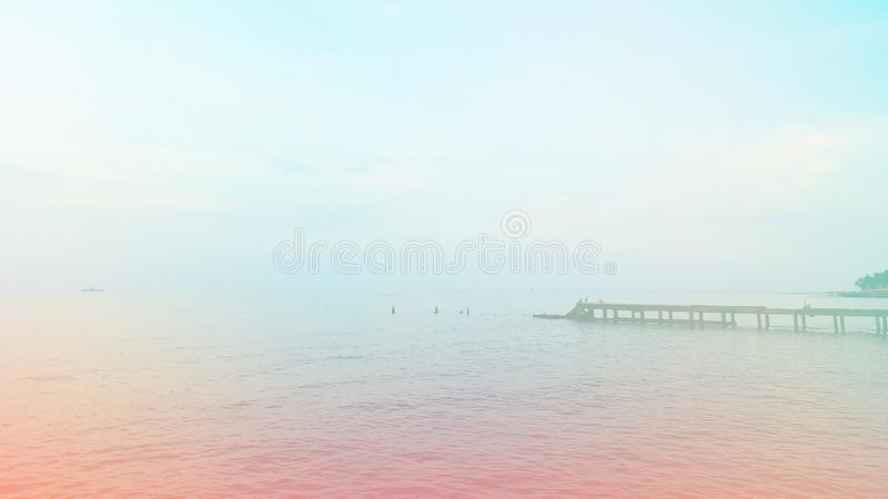 Голубые море и облака на фото предпосылки неба стоковое изображение rf