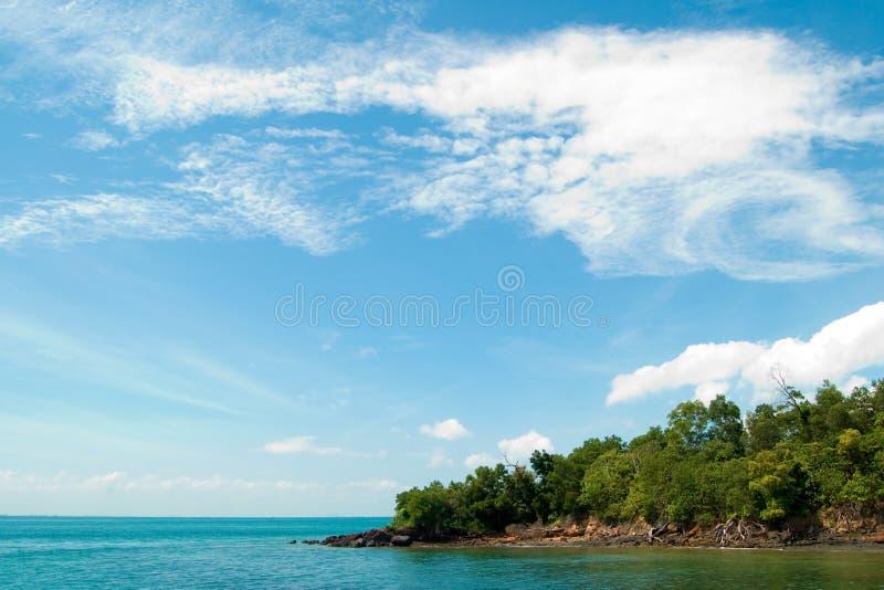 голубые небеса земли конца стоковое изображение