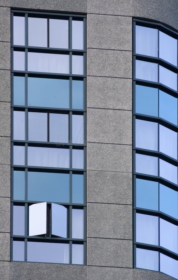 Download голубые окна стоковое изображение. изображение насчитывающей картина - 483859